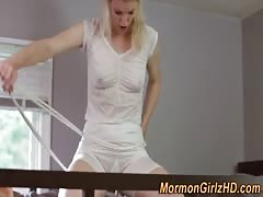 Mormon les strapon fucks